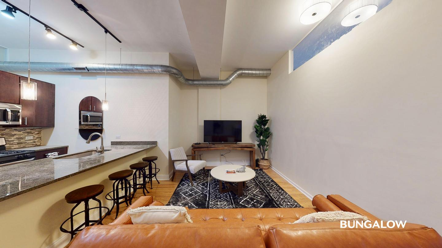 Sublets Near Illinois Private Bedroom in Sleek Logan Square Apartment Near Blue Line for Illinois Students in , IL