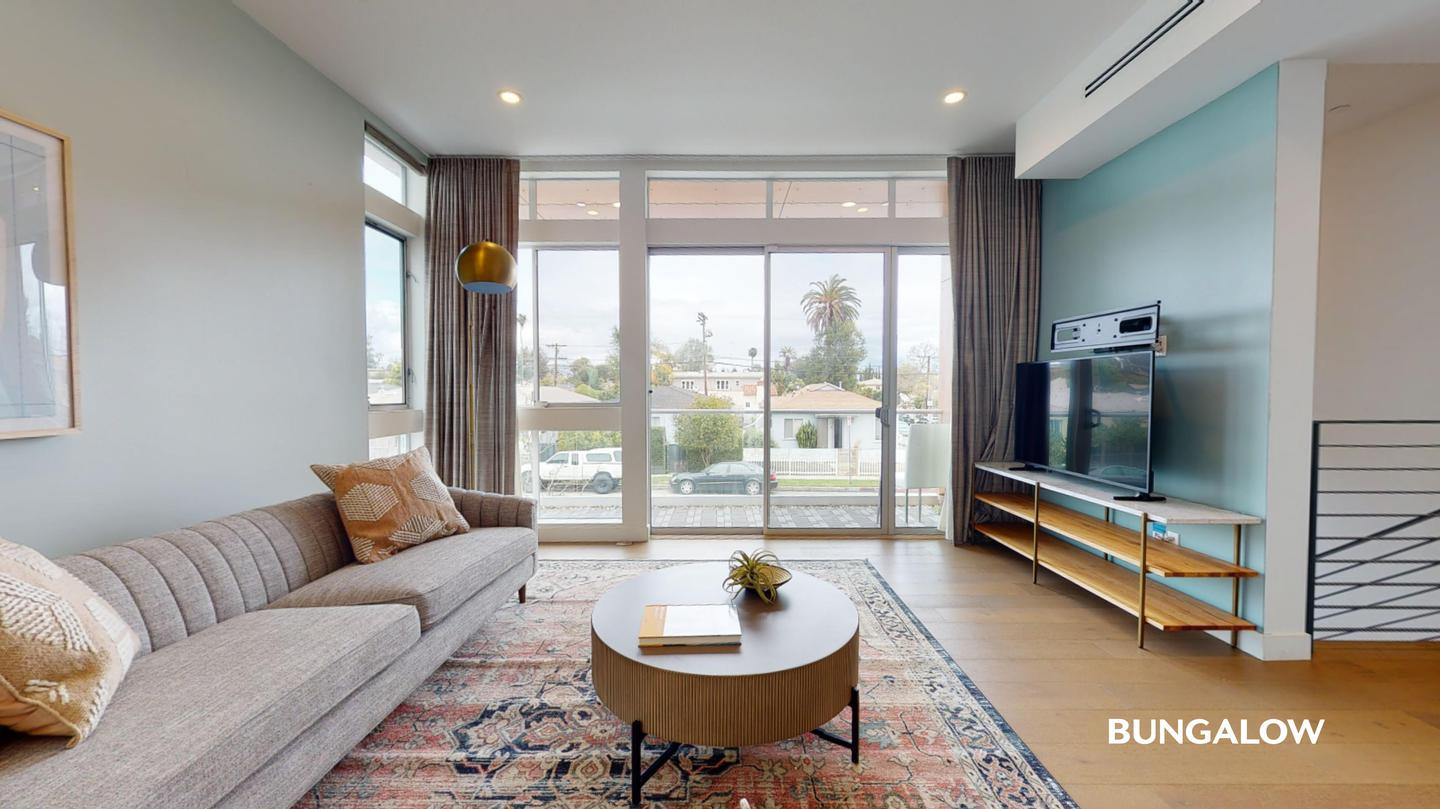 Sublets Near California Private Bedroom in Stunning Mid-City Home by Culver City Art District for California Students in , CA