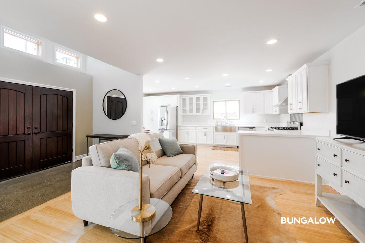 Sublets Near PCC Private Bedroom in Bright Silver Lake Home With Paved Backyard for Pasadena City College Students in Pasadena, CA