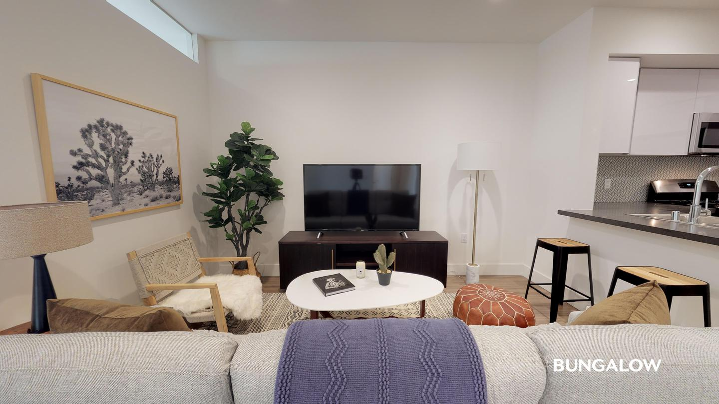 Sublets Near Los Angeles Private Bedroom in Elegant Beverly Grove Apartment with Courtyard for Los Angeles Students in Los Angeles, CA