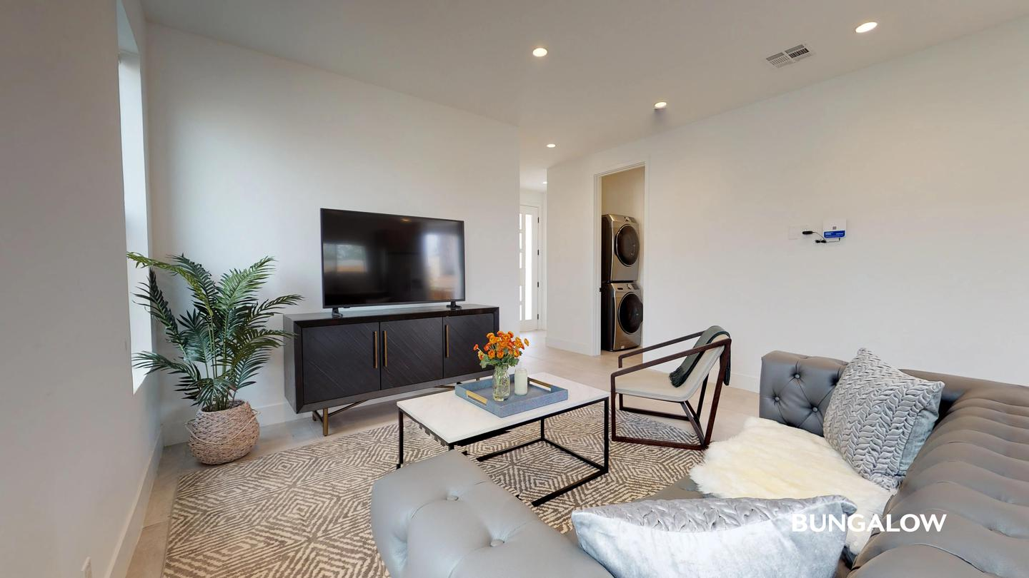 Sublets Near CSUDH Private Bedroom in Beautiful Mid City Townhome With Charming Backyard for California State University-Dominguez Hills Students in Carson, CA