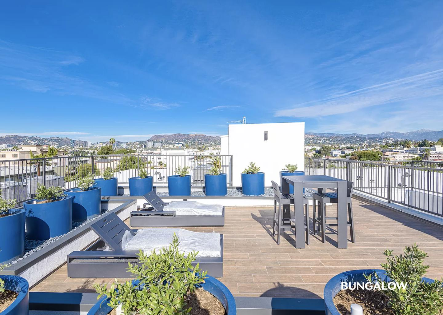 Sublets Near Los Angeles Chic Greater Wilshire apartment with rooftop deck for Los Angeles Students in Los Angeles, CA