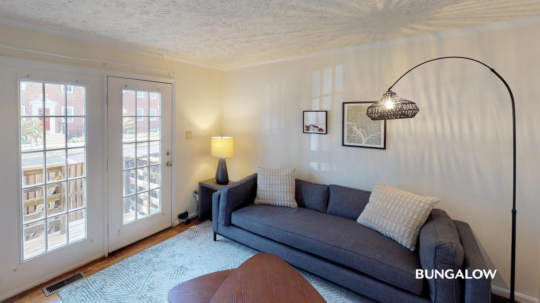 Apartments Near GMU Private Room in Classic Arlington Home Near Ballston-MU Station for George Mason University Students in Fairfax, VA