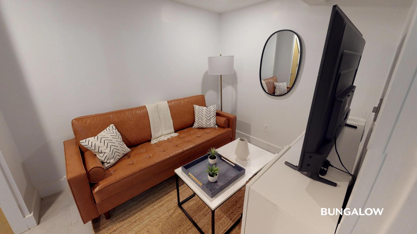 Sublets Near Queens Private Bedroom in Lovely East Williamsburg Duplex With Spacious Backyard for Queens College Students in Flushing, NY