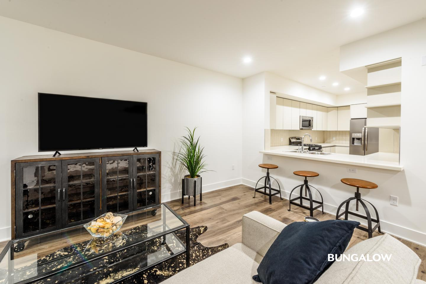 Apartments Near Pepperdine Private Rooms in Sleek Sawtelle Apartment with Rooftop Lounge for Pepperdine University Students in Malibu, CA