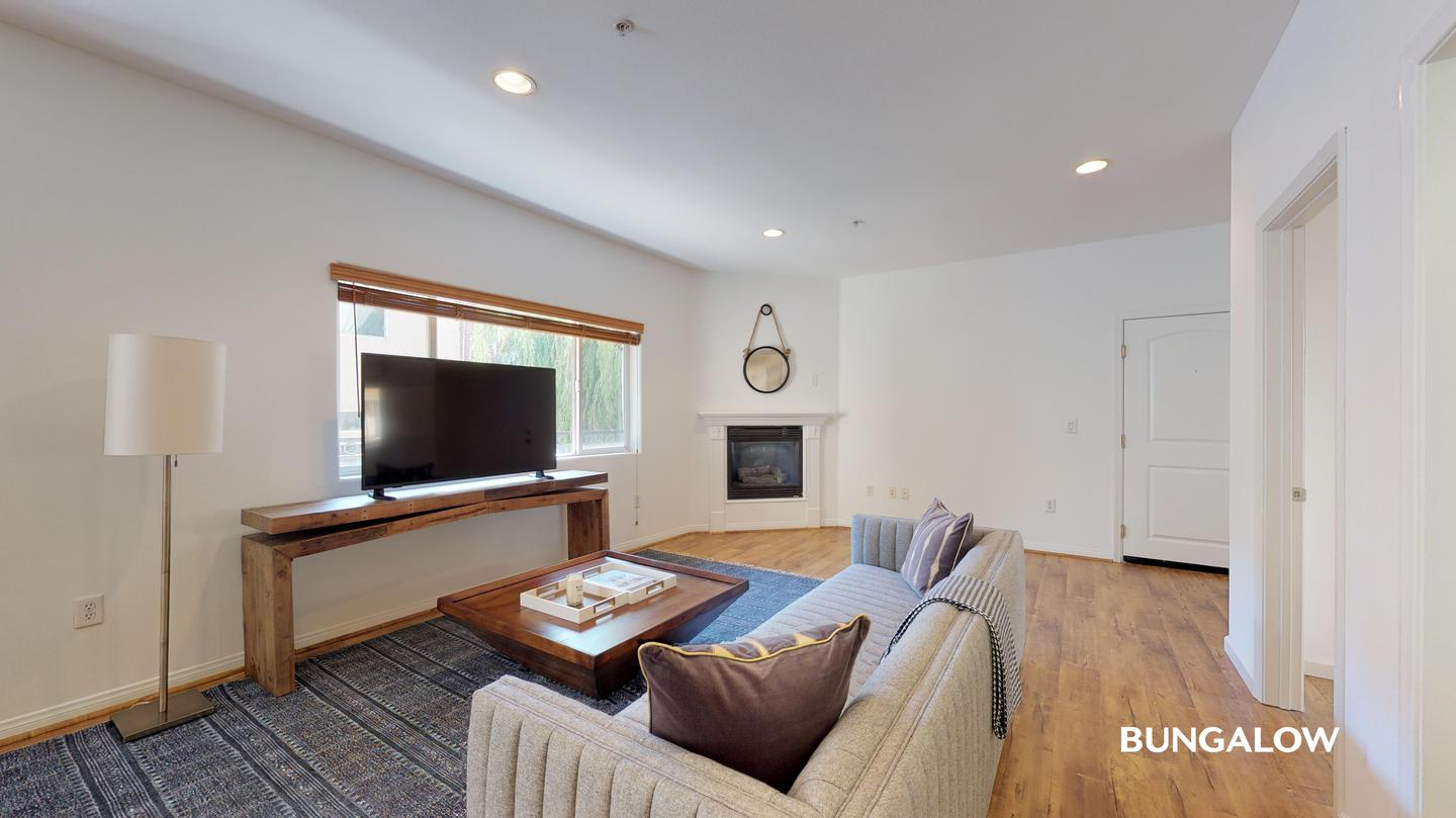Sublets Near Pierce College Private Room in Stylish Studio City Home Off of Ventura Blvd for Pierce College Students in Woodland Hills, CA