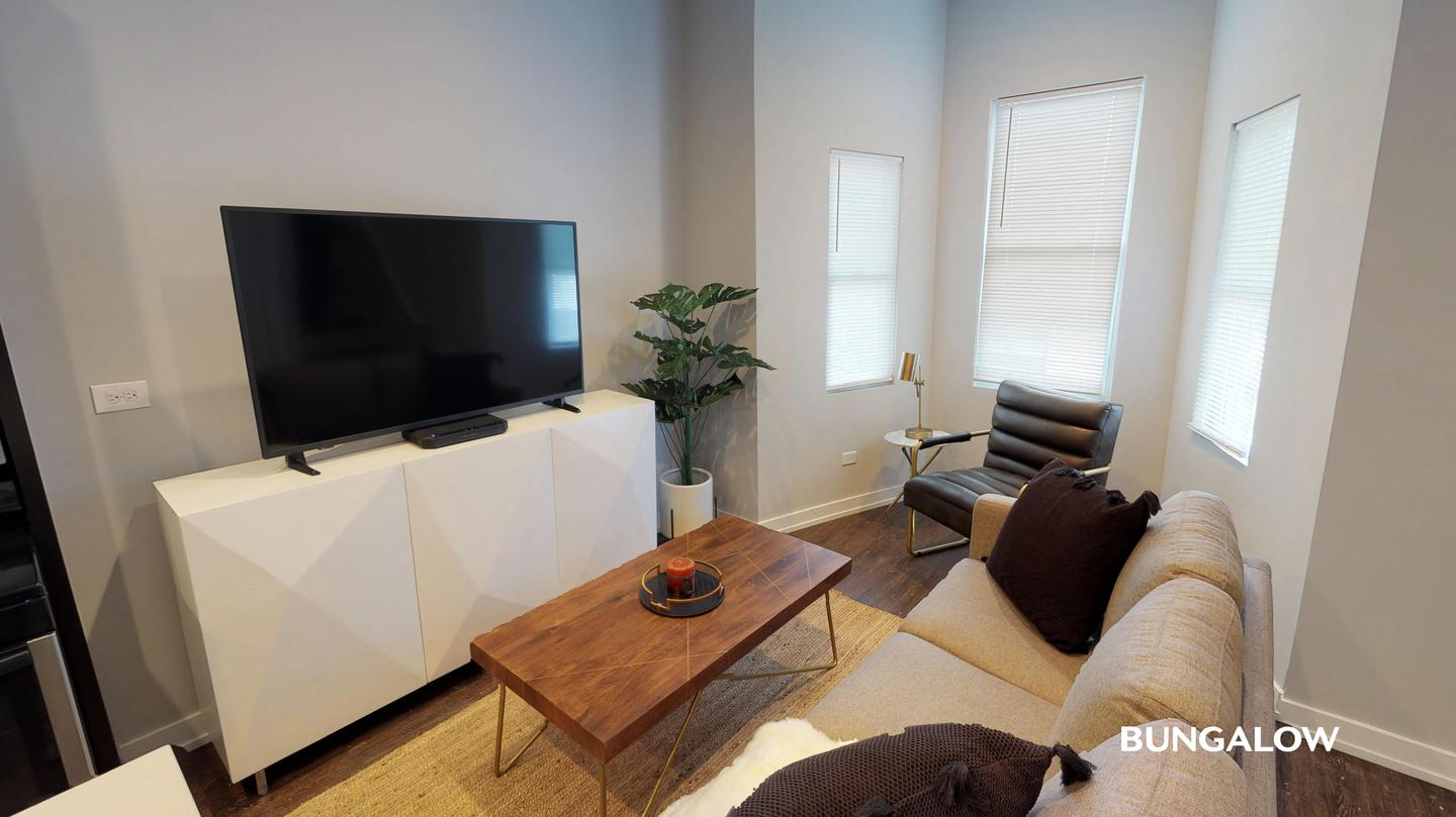 Sublets Near Elmhurst Private Room in Stylish Logan Square Duplex with Balcony for Elmhurst College Students in Elmhurst, IL