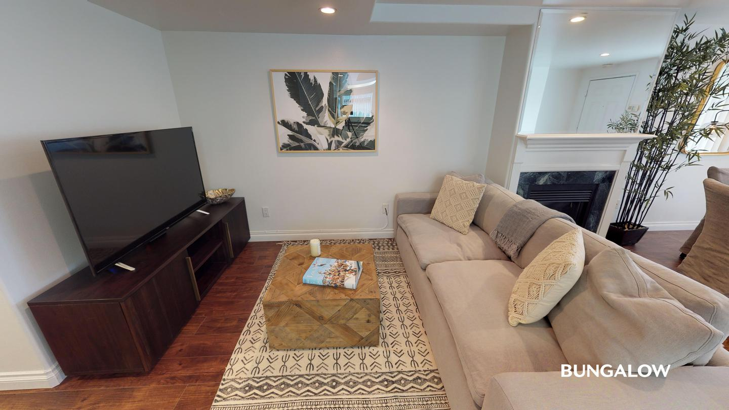 Apartments Near Pepperdine Private Bedroom in Beautiful Sawtelle Townhome Off of Santa Monica Blvd for Pepperdine University Students in Malibu, CA