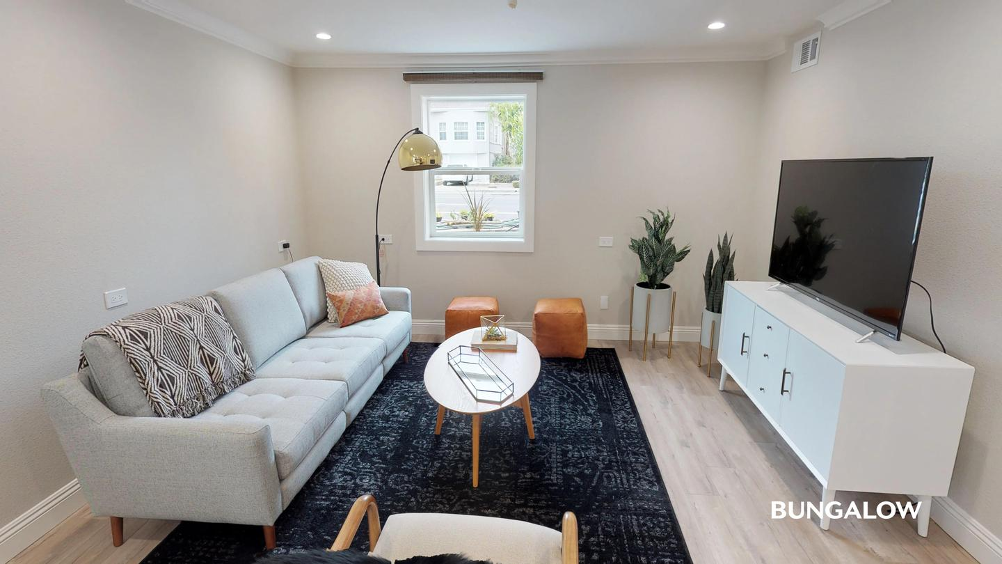 Sublets Near Mills Private Room in Stylish Oak Center Townhome with Backyard for Mills College Students in Oakland, CA