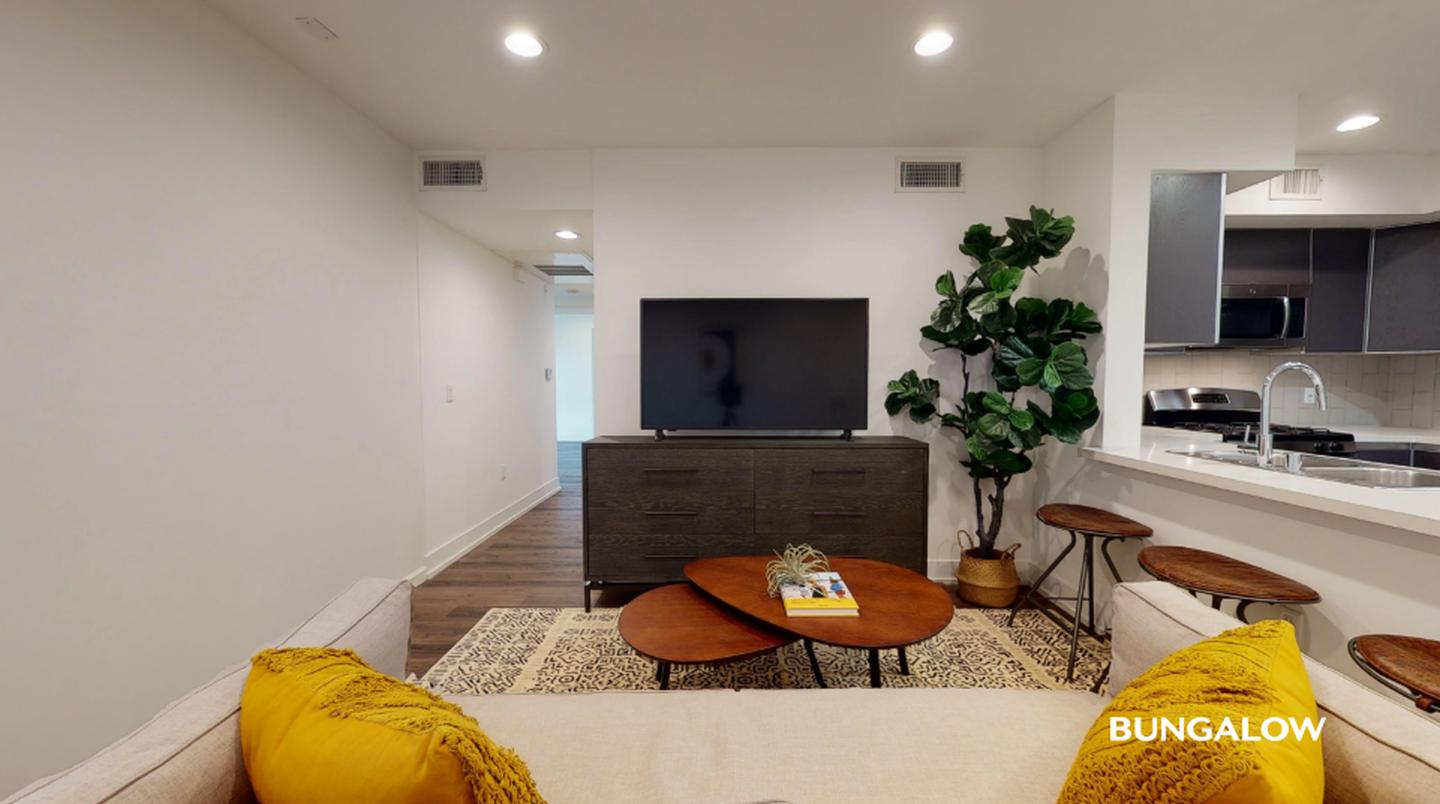 Apartments Near Los Angeles Private Bedroom in Chic Greater Wilshire Apartment off Melrose Ave for Los Angeles Students in Los Angeles, CA